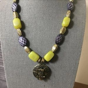 Jewelry - Beads necklace with locket pendant
